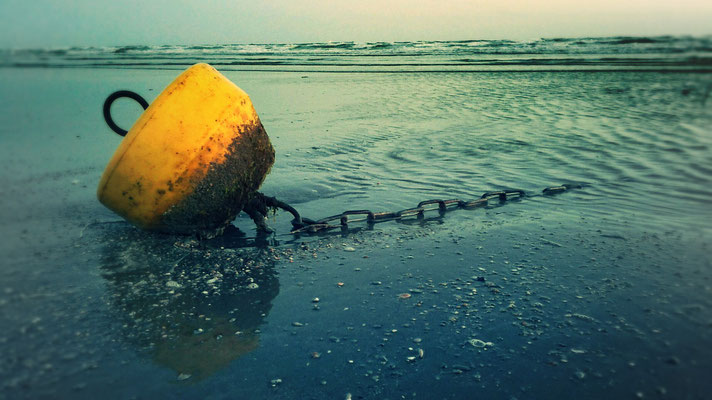 "flickr.com ""Buoy and Chain"" by @sage_solar (license: https://creativecommons.org/licenses/by/2.0/legalcode;  Modifications made: Cropped photo)"