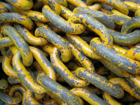 "flickr.com ""Chains"" by Molly Stevens (license: https://creativecommons.org/licenses/by-sa/2.0/legalcode;  Modifications made: Cropped photo)"