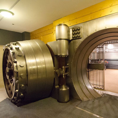 "flickr.com ""Bank Vaults under Hotels in Toronto, Ontario"" by Jason Baker (license: https://creativecommons.org/licenses/by/2.0/legalcode;  Modifications made: Cropped photo)"