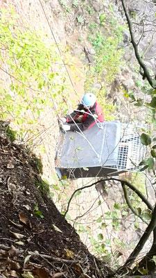 Der Kasten ist fest verankert in der Felswand