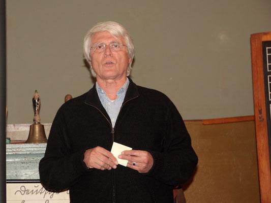 Stellvertretend für den erkrankten Marc Dobkowitz eröffnete Thomas Utz den Abend