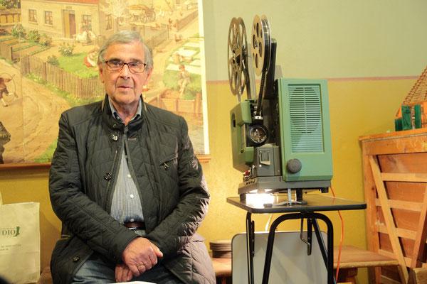 In seiner neuen Rolle als Hausmeister und Filmvorführer: Hans-Joachim Michaelsen
