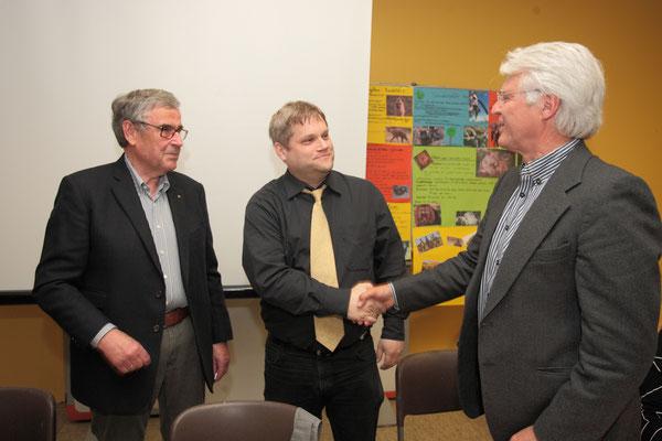Der stellvertretende Vorsitzende Thomas Utz und HJM gatulieren Marc Dobkowitz zu seinem neuen Amt