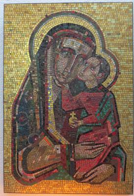 Jesuskind hält den golden Reichsapfel, Marienikone im Paradiesvorraum von St. Marien
