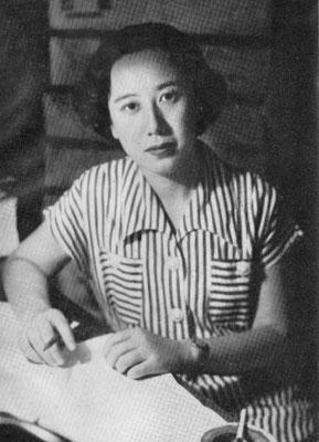 執筆中の筆者(『しゃぼてん婦人』より転載 1951年ころか