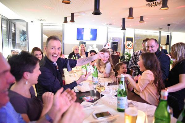 Der unvergleichbare Zauberer für die TOP Location und Kunden aus Showbussines aber auch Politik begeistert verblüfft immer wieder mit seinem Magic Dinner in Leinfelden Echterdingen, Qualitätszauberei mit dem Zauberer für Leinfelden Echterdingen erstaunt