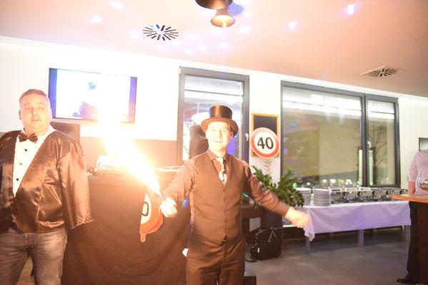 Zauberer Magic Oli Wonder für silberne Hochzeit, Betriebsfeste,  Geburtstagsfeier, Tischzauberer, Zauberer Stuttgart, Zauberkünstler, Magier, Magic Oli Wonder ist immer ein Highlight in Feuerbach, Stammheim, Weilimdorf und Zuffenhausen