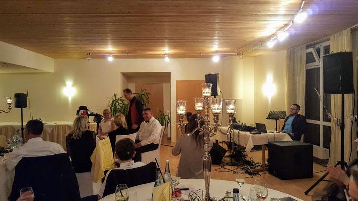Einzigartige Hochzeitsshow für Ihre Hochzeit auch in Stuttgart, Esslingen, Ludwigsburg, Reutlingen, Tübingen, Bietigheim-Bissingen auch für Ihre Hochzeit auf hohem Niveau erleben und genießen die unfassbare Zaubershow mit Magic Oli Wonder in Stuttgart.