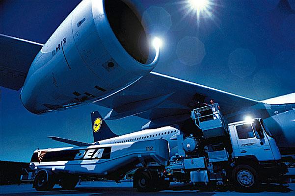 Betankung von Lufthansa Jet,Jürgen Müller