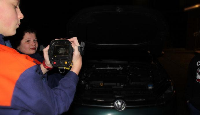 Wärmebild: Motorraum eines Autos