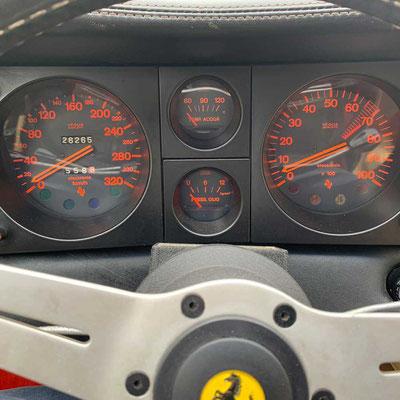 Ferrari BB: Tachoskala bis 320 km/h, Drehzahlmesser roter Bereich 6.500-7.000/min