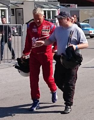 Christian Danner und Stefan Rupp besprechen letzte Details fürs Qualifying