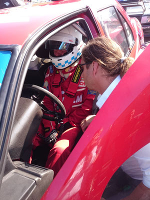 Thomas Gerhofer (Scuderia GT), Christian Danner (im Auto), letzte Checks vor dem Start