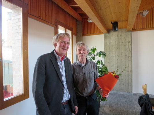 Ueli Studer bedankt sich bei Christopf Schelbert für seine langjährigen grossen Einsatz für Visarte Solothurn