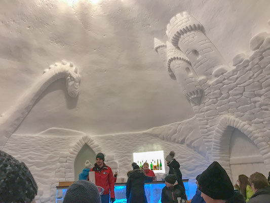 Eisskulpturen im Igludorf auf der Zugspitze