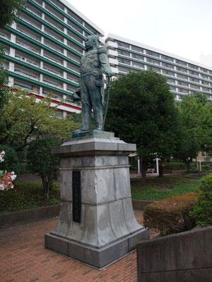 榎本武揚銅像