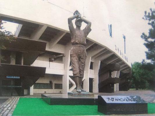 旭川のスタルヒン球場の銅像