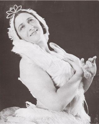 〈白鳥の湖〉を踊るエリアナ