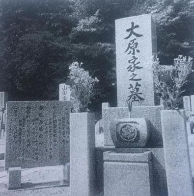 ラッセルが、妻ナツノ、二男安光とともに眠る横川霊園の大原家の墓