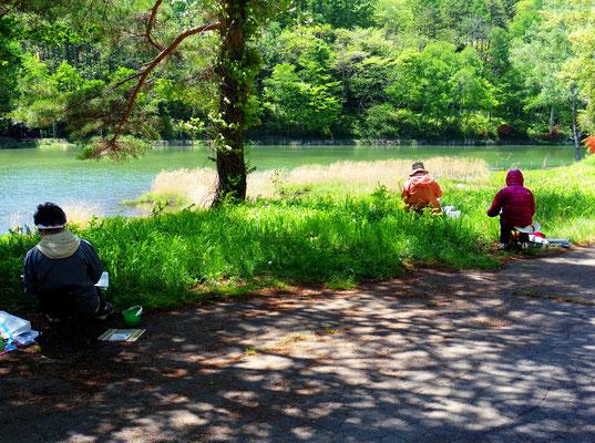立岩湖周辺での制作風景
