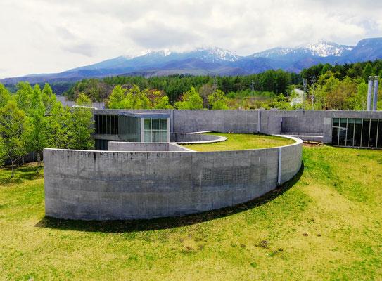 小海町高原美術館から望む八ヶ岳