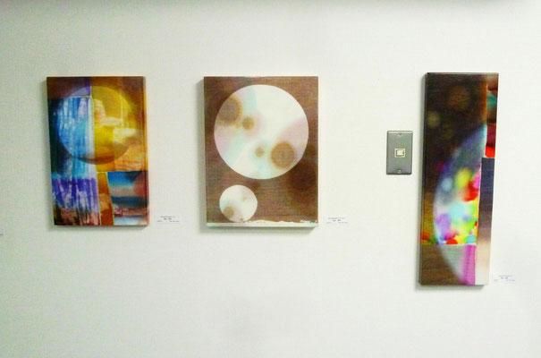 宮坂省吾さんの作品3点(布に染料、ポリエステル樹脂など)
