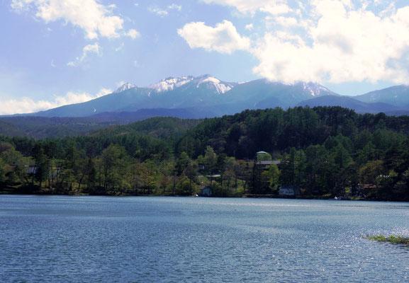 松原湖から見る八ヶ岳