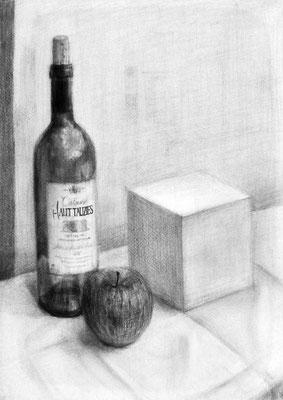 教室で最初に描いた静物デッサン
