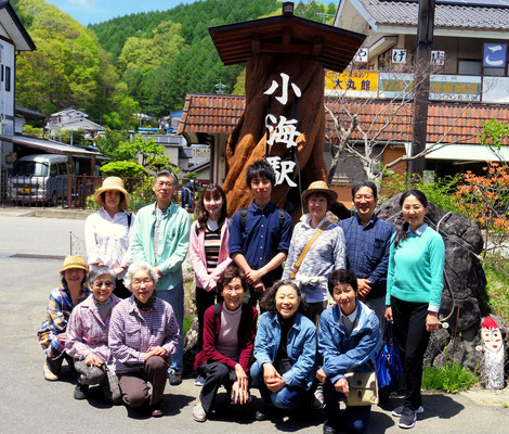 小海駅前での記念写真