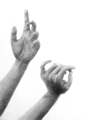 女子美術大学 短期大学部デザインコース合格者作品(合格後に描いた手の構成デッサン)