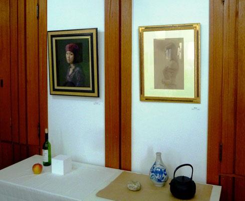 福井欧夏さんの油彩(左)と色鉛筆画(右)