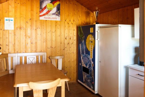Tennis Hütte mit Getränke Automat