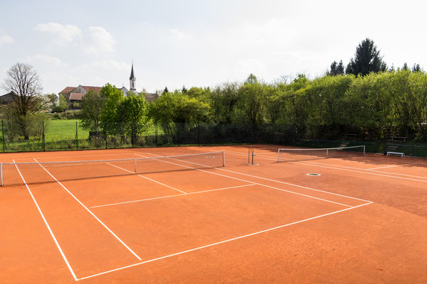 Der Tennisplatz - Überblick der 2 Tennis Plätze