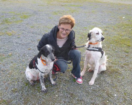 Jacqueline et ses chiens Hulk et Didy ( setter et croisé)