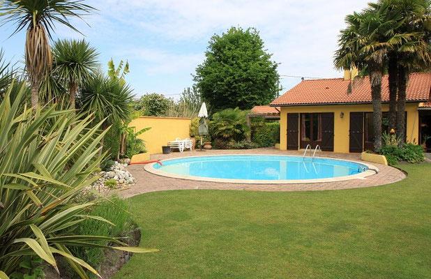 Das perfekte Zuhause mit eigenem Swimmingpool im Garten