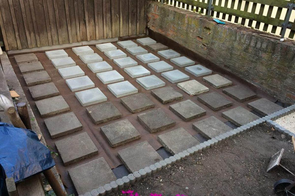Verlegen der Terrassenplatten