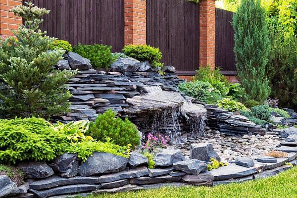Tauche ein in die Stille mit einem Wasserspiel in deinem Garten
