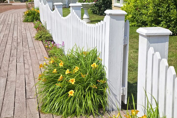 Gartenzaun im Landhauslook