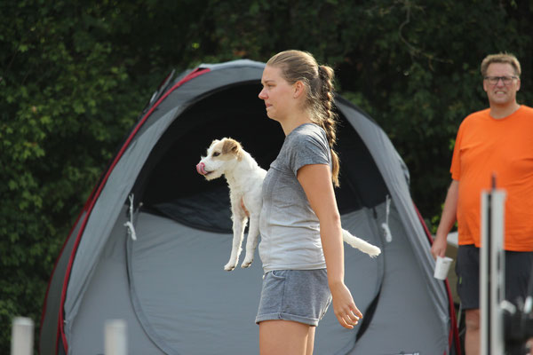 Sarah mit ihrer Cleo Red of the Agility Russellbande