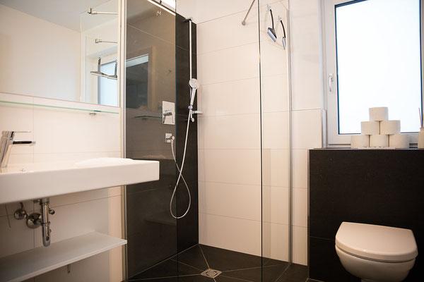 Badezimmer mit WC 2 Hochwurzen Suite