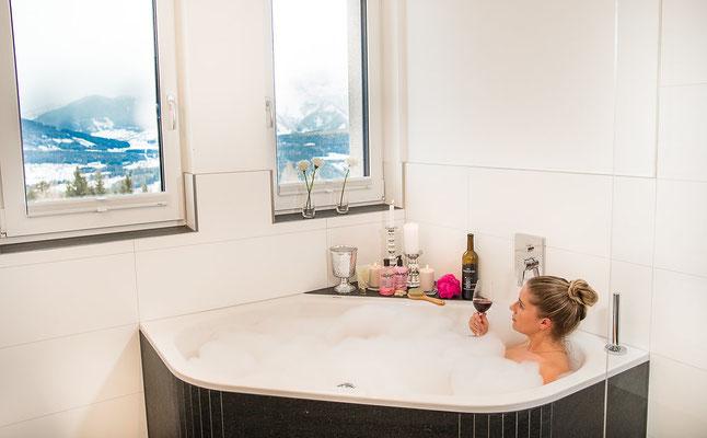 Badezimmer - Badewanne Hochwurzen Suite