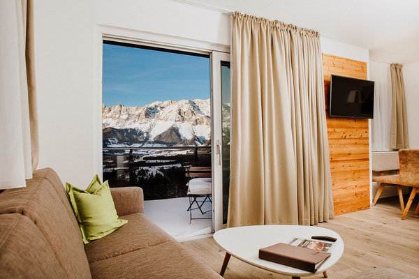 Living room Apartment Kaibling with a direct view to the Dachstein