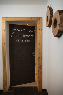 Eingangstür ins Appartement Reiteralm