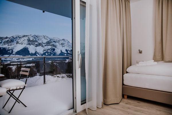 Schlafzimmer 3 Einzelbett  Hochwurzen Suite: für 2-3 Personen mit Blick zur Piste