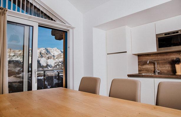 Küche Appartement Planai mit Aussicht zum Dachstein
