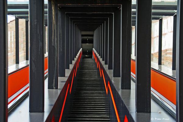 Aufgang zur Kohlenwäsche der Zeche Zollverein in Essen, Juni 2009