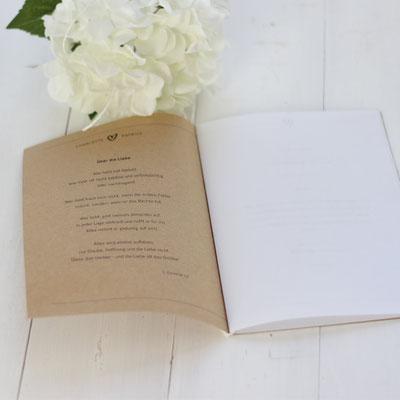 Kirchenheft für Hochzeit selber ausdrucken. Herunterladen, mit euren Daten füllen und drucken. www.die-kleine-designerei.com