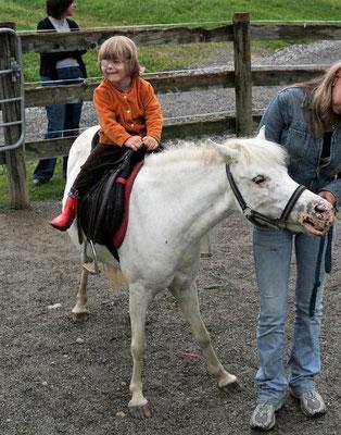 Annika, sie hat mit reiten angefangen