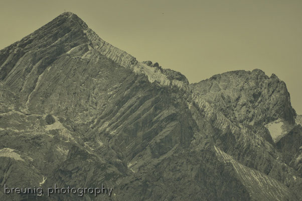 mountains in grey - wetterstein: peak of alpspitze