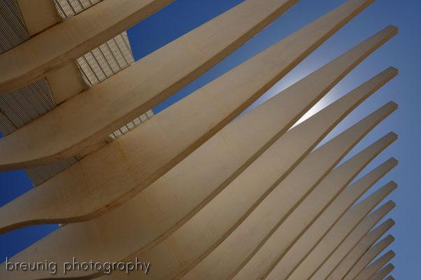 malaga I - moderne architektur .. der lichtdurchlässige schattenspender